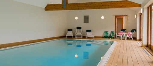 Jurstonbarn somerset cottage selfcatering pool hot tub uk sleeps12 en suite510.full